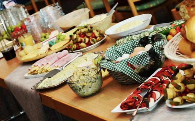 Food, people, buffet