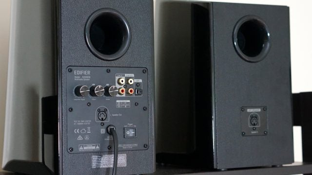 Edifier R2000DB Bookshelf Speakers Can Easily Crank to 11