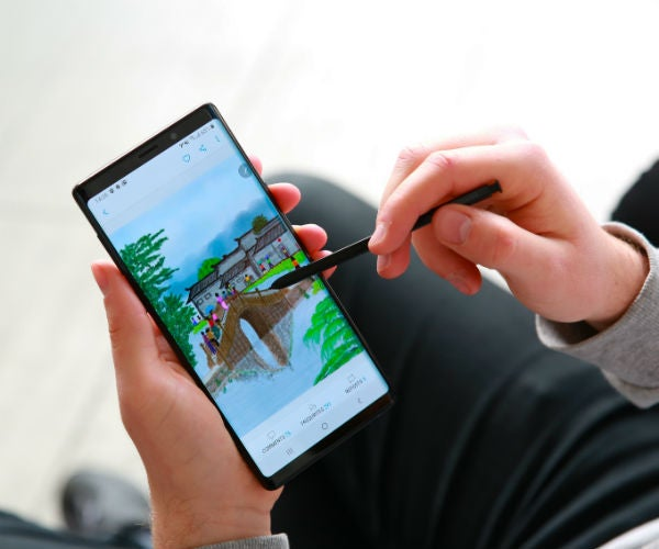 samsung galaxy note 9 in hand stylus small