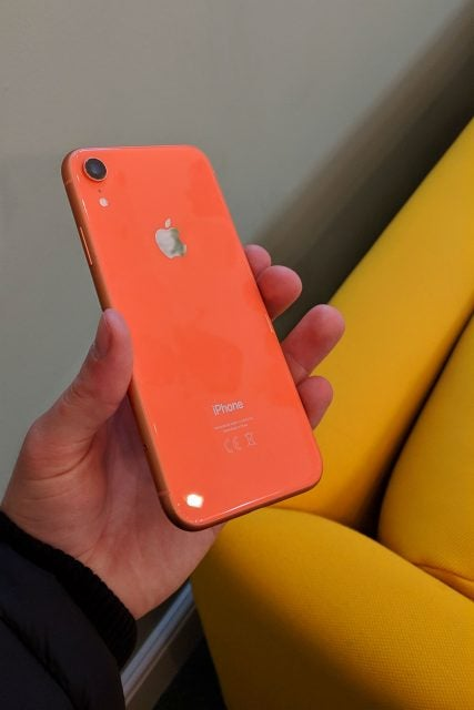 iphone xr side