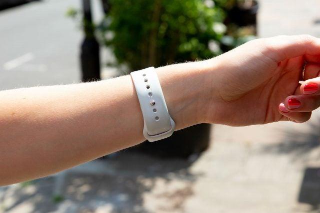 apple watch series 4 rear strap on wrist