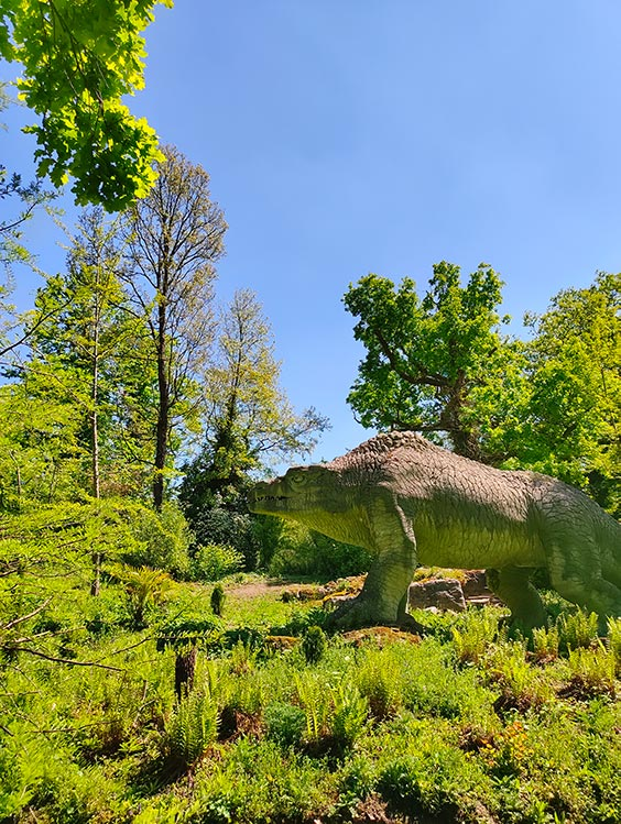 dinosaur far away in crystal palace park shot by tcl 10 pro