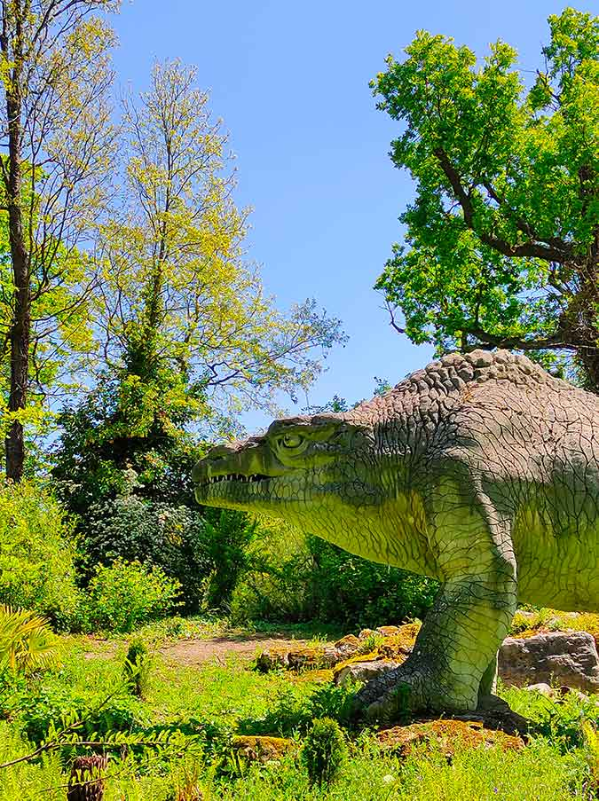dinosaur in crystal palace park shot by tcl 10 pro