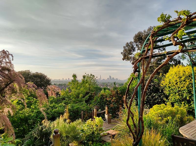 london skyline shot by tcl 10 pro