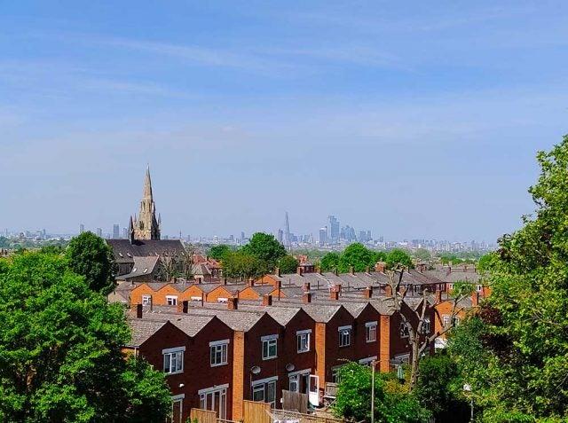 tcl 10 pro london skyline